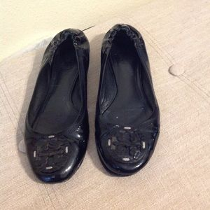 Tory Burch Black Flats 8.5  Poor condition.